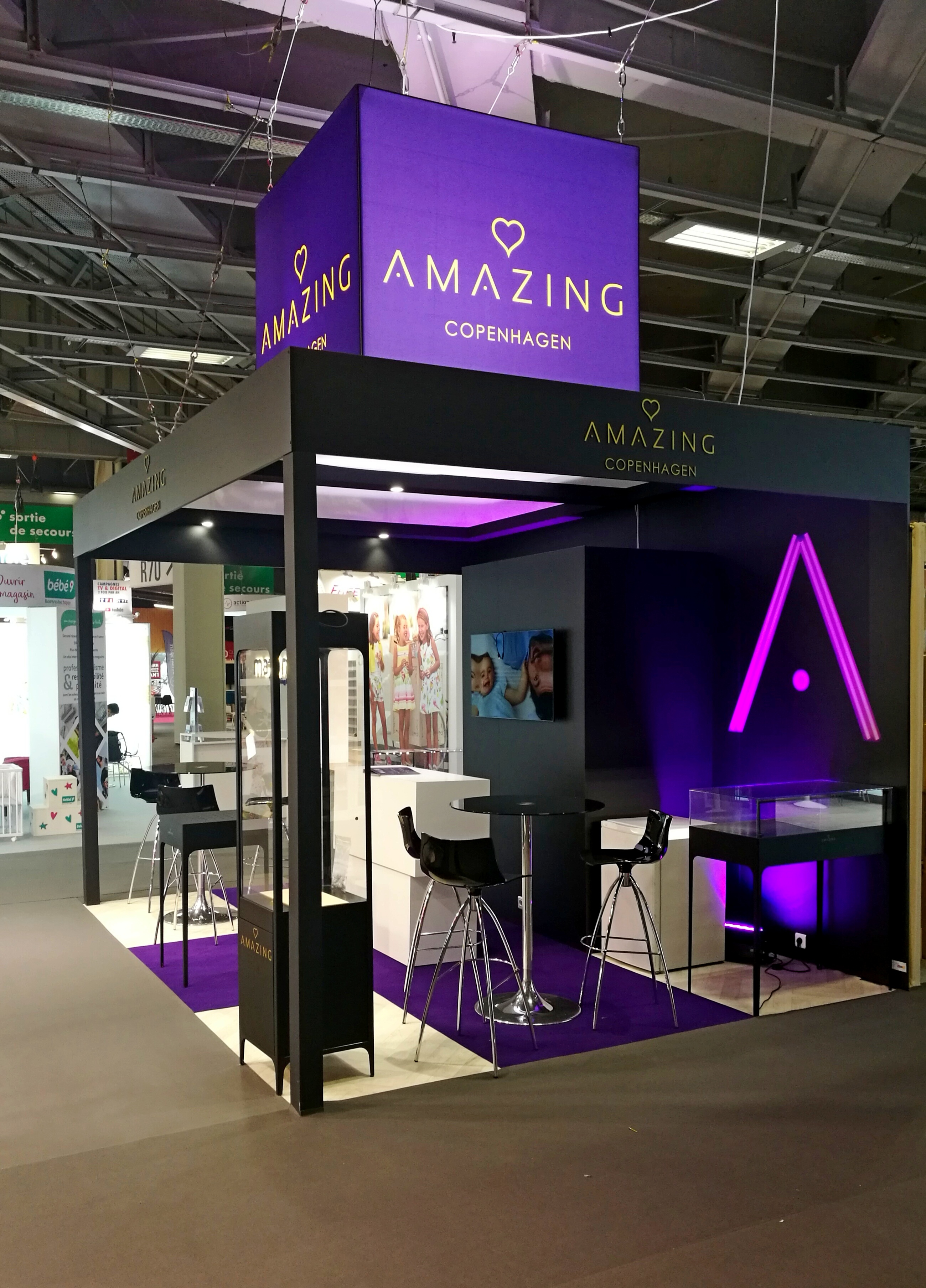 Stand Amazing by aveca salon Franchise Expo